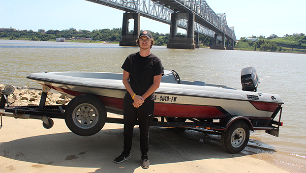 The Dart: Georgia native waits with boat while work is done to Mississippi River Bridge